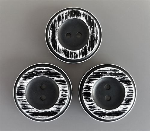 3 gros boutons ronds 34 mm noirs et blancs