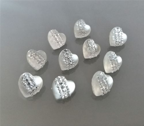 10 boutons coeurs gris avec strass